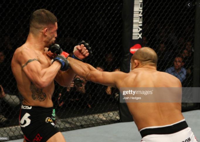 [UFC 트윗 단신]  맥스 할로웨이 시합에 대한 알렉산더 볼카노프스키의 반응   디에고 산체스 : 내가 겪어봐서 안다. 켈빈 케이터는 결코 예전과 같은 파이터가 되지 못할 것이다.