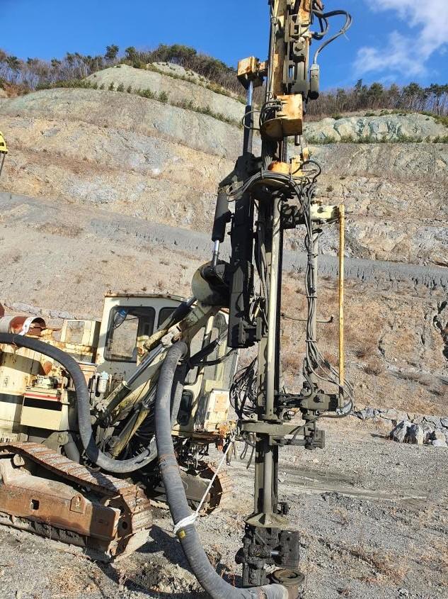 Drill, for sale used Crawler Hydraulic Drill, Ingersoll-Rand,  Atlas copco, CM470, 2004year,   good work condition,  smgyo@naver.com,       중고 유압식 천공기,  매매 수출 문의,  CM470, 2004년,  상태양호,  넘버장비, 문의 02-2677-..