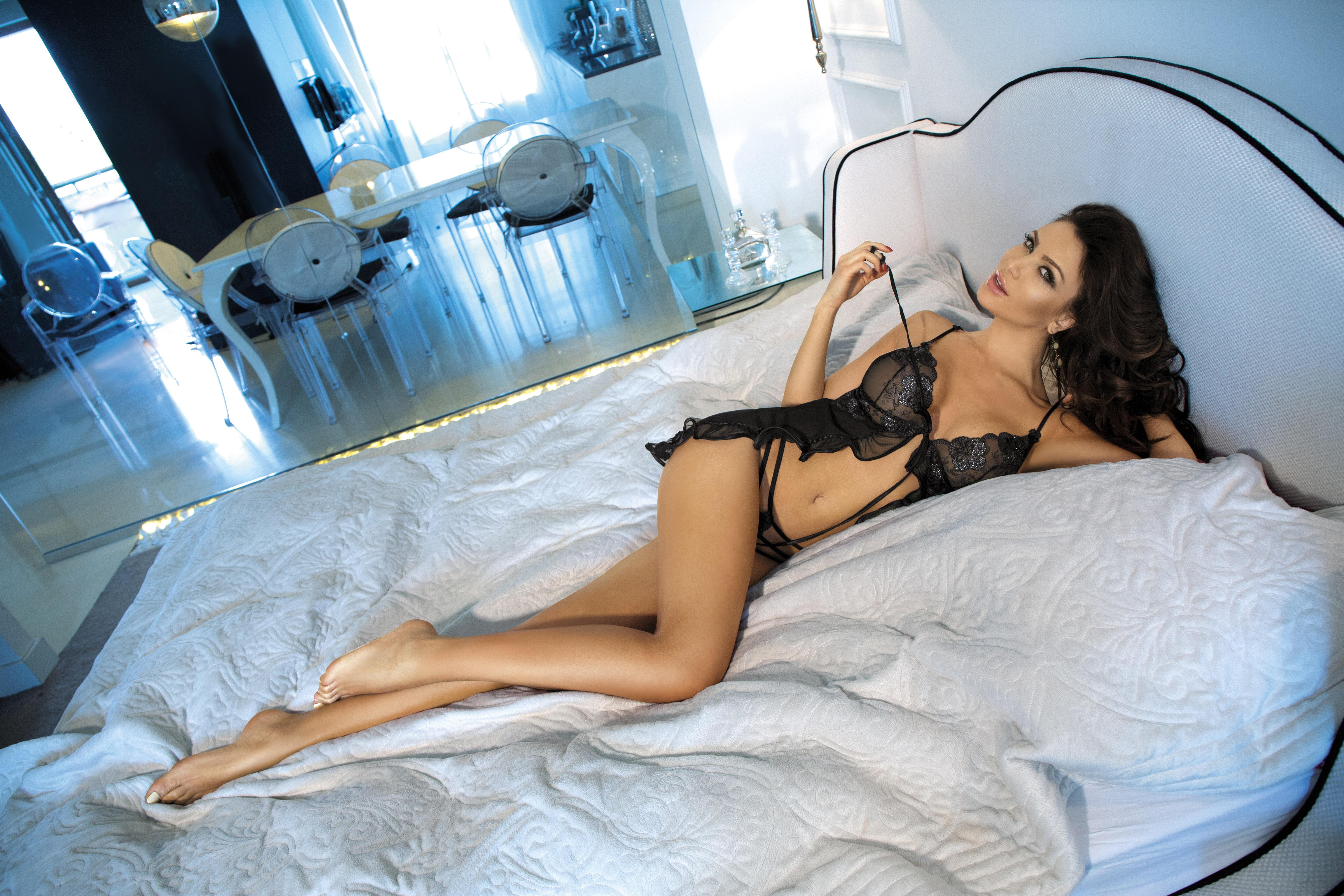 Monika Pietrasinska in bed