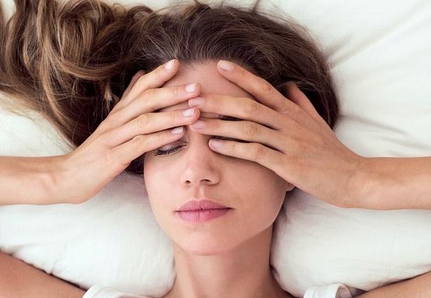 편두통 원인 없애주는 간단한 습관 5가지