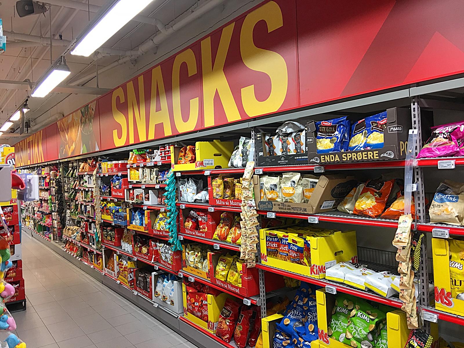 수퍼마켓 과자 진열대
