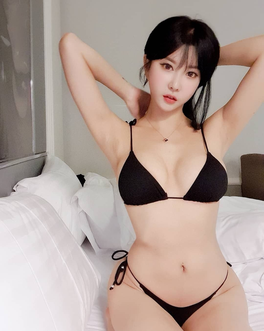 hot Korean glamour - Heo Yoon Mi