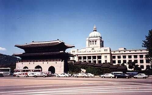 조선총독부건물 철거 전후.jpg