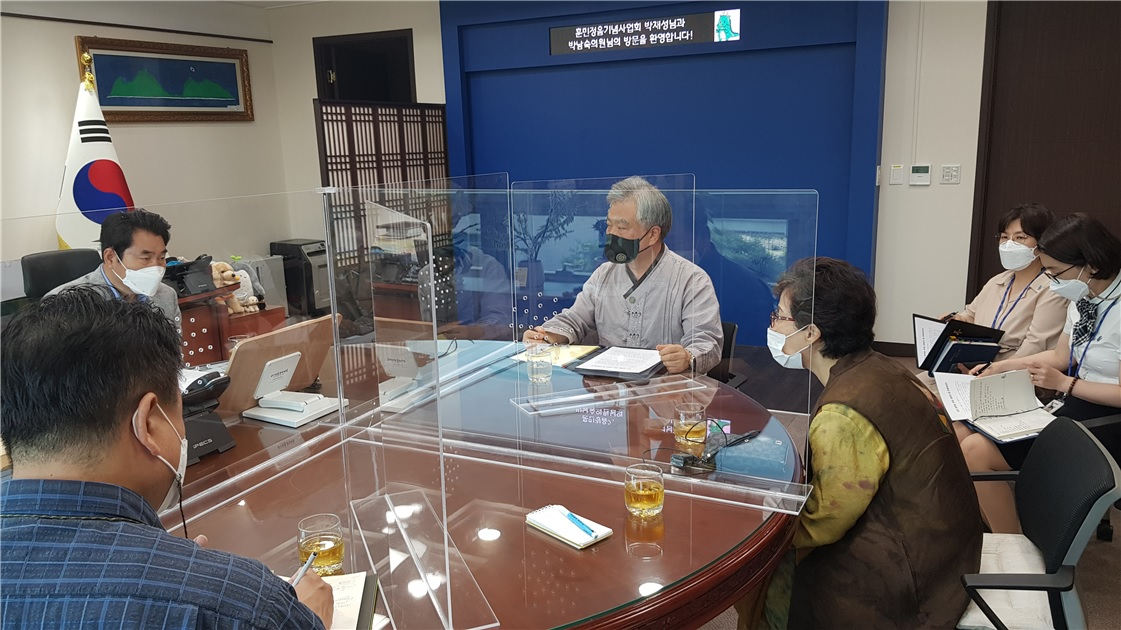 백군기 용인시장과 박재성 (사)훈민정음기념사업회 이사장 세종관련 용인 문화정책 환담