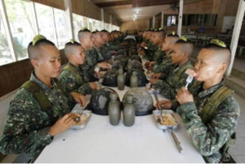 필리핀 여군 보다 못난 국방조무사 대한민국 여군월급