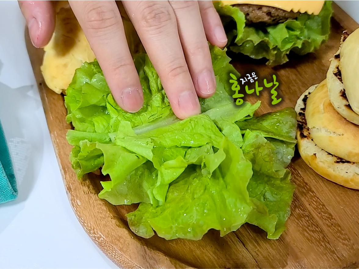 [햄버거] 상추 올리기