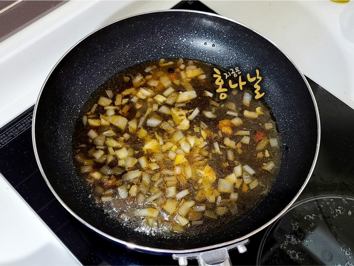 [치킨 스테이크] 소스 재료 넣기