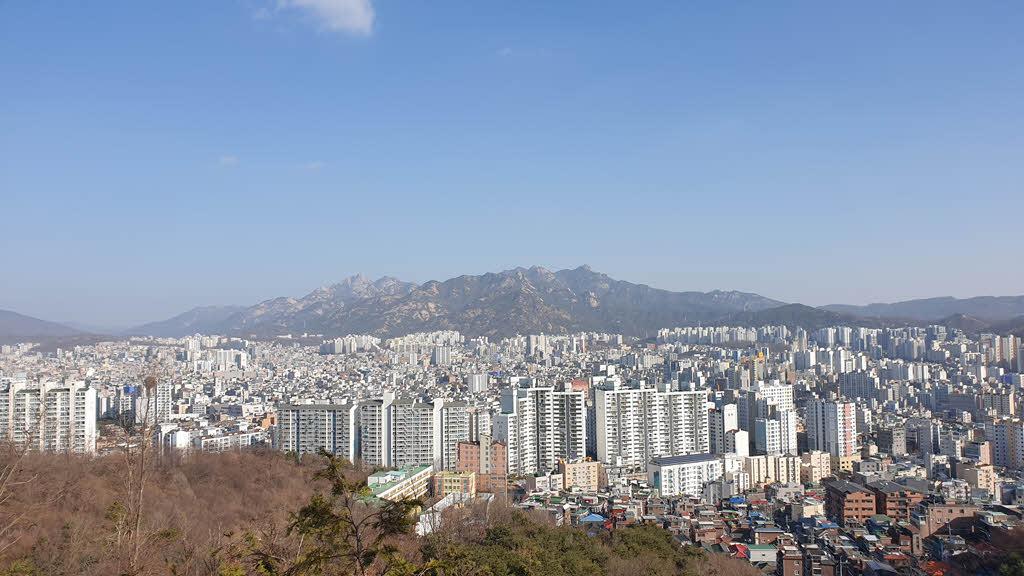 앵봉산 정상에서 바라본 북한산