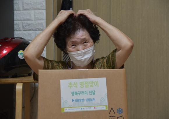 용인시처인노인복지관, 추석맞이 '행복꾸러미' 전달