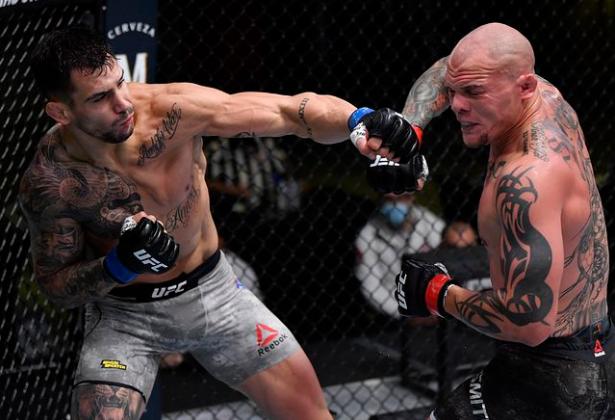 [UFC 트윗 단신] 체급 변화를 암시한 앤소니 스미스