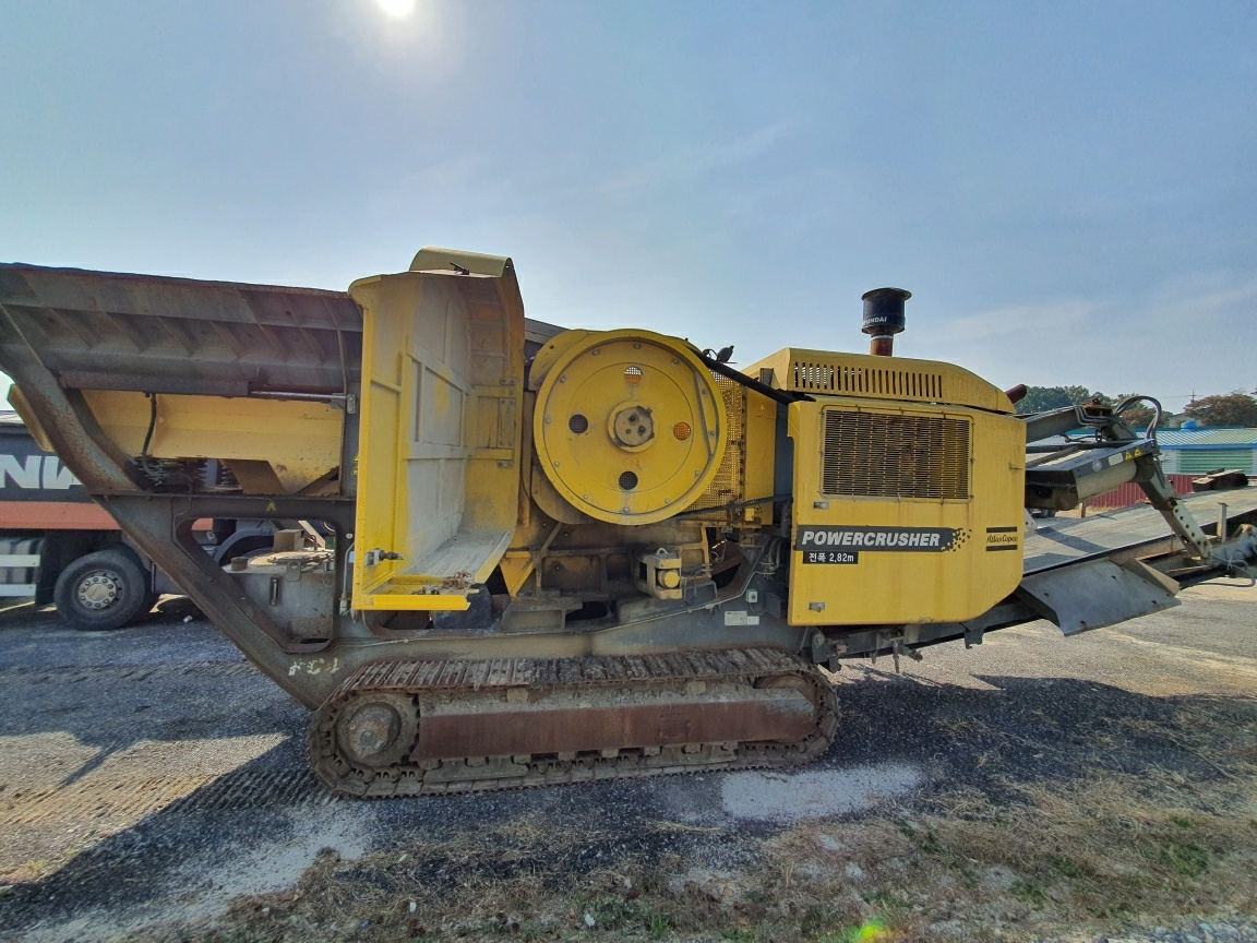 CP,  for sale used  Portable track type Jaw crusher,  for sale used  Mobile jaw crusher track type,  Model-- PC4,  Maker-- Atlas copco, Made by-- 2012year,  jaw size 1250mm x 650mm,  Total weight 45ton,  Engine-C9-6V (329ps/2200rpm),    smgyo@naver.com,..