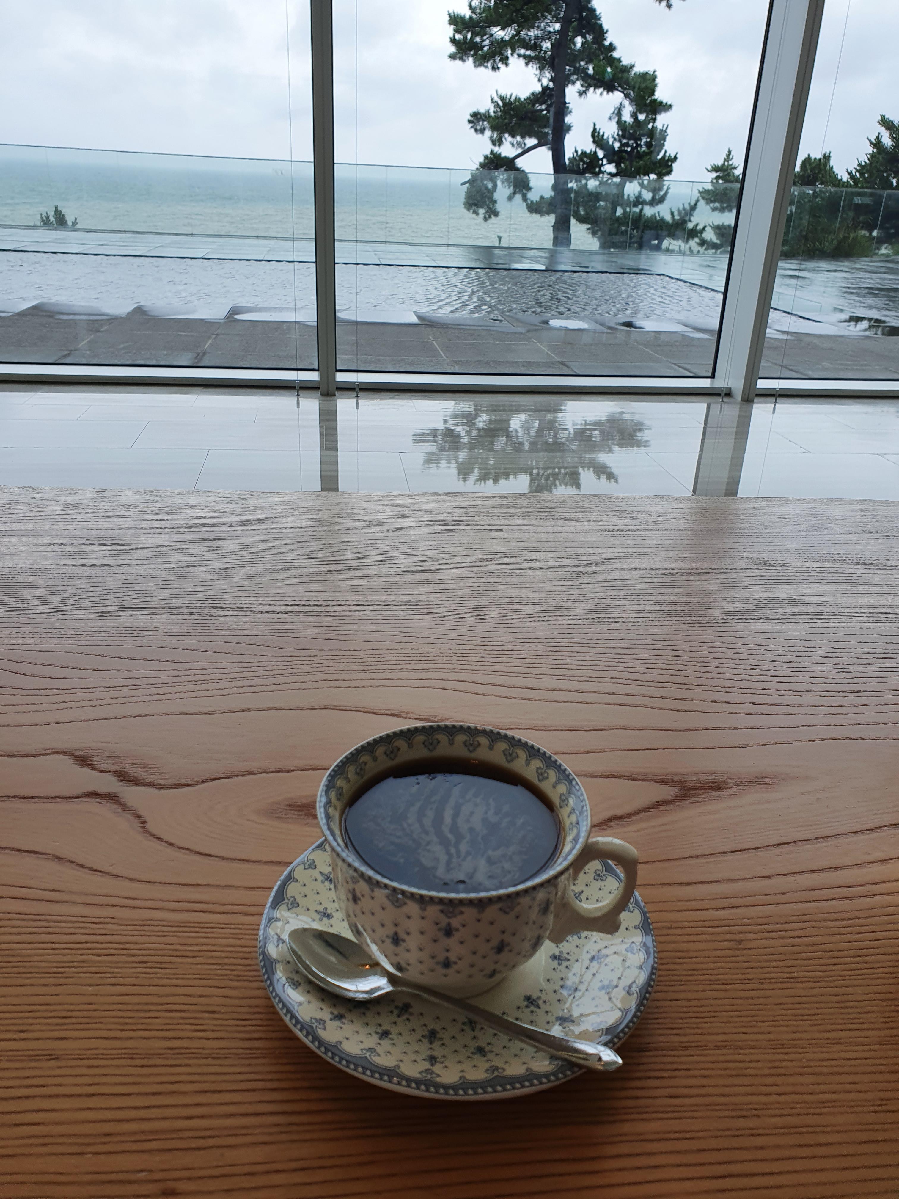 동해나들이(1) : 씨마크 호텔 커피와 식사 (많이 비싸요)