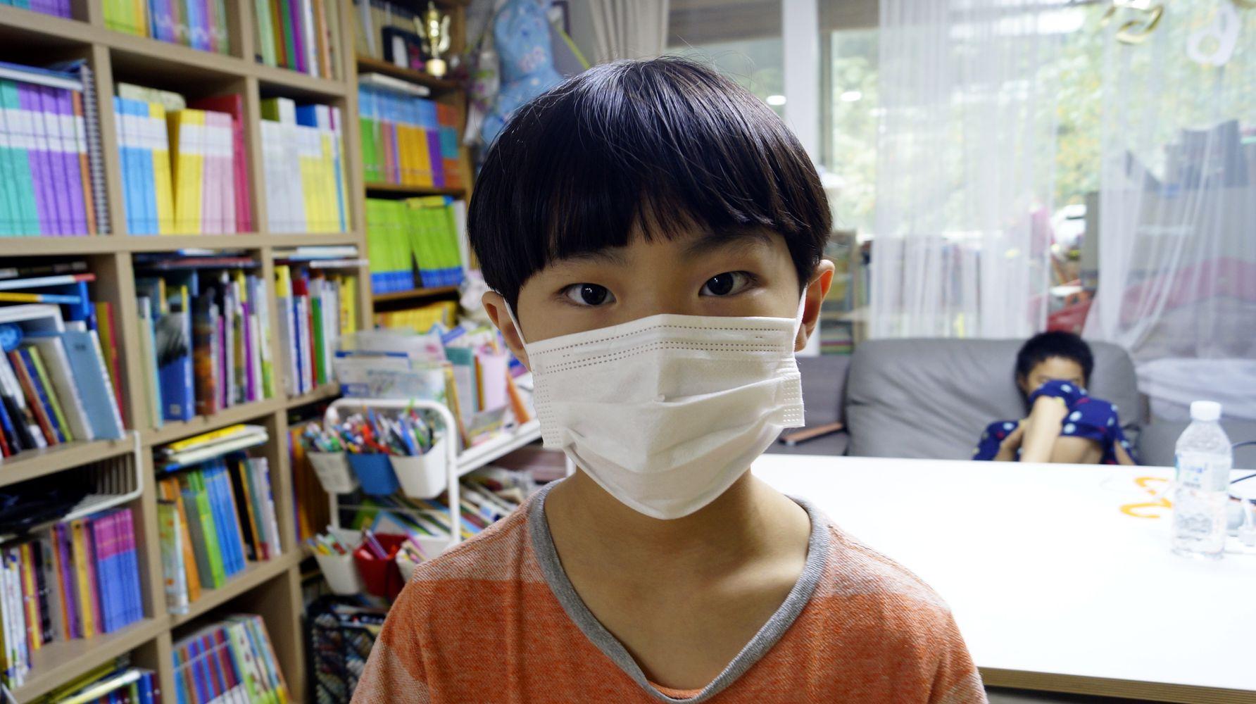 스킨애 어린이 마스크 착용 정면모습
