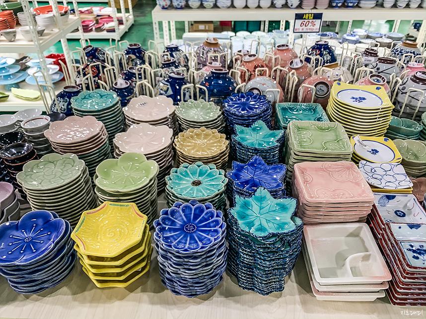 다양한 그릇 제품