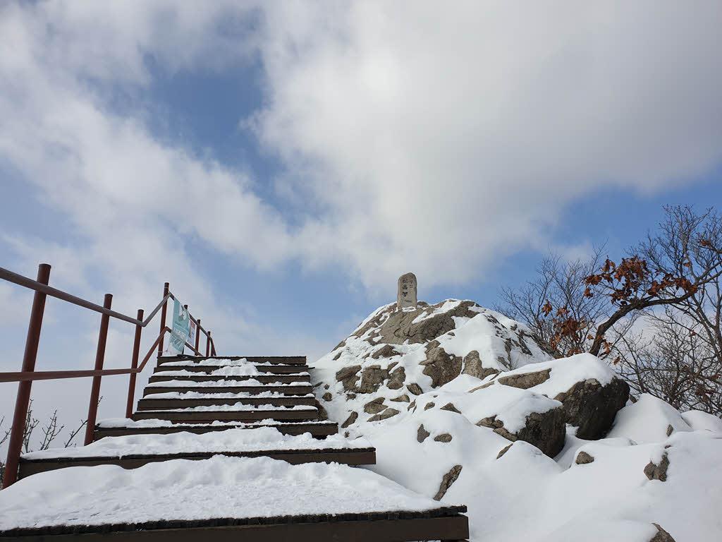 관음봉 표지석 (해발 766m)