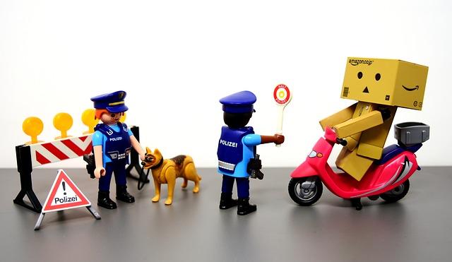 교통단속하는 경찰 피규어