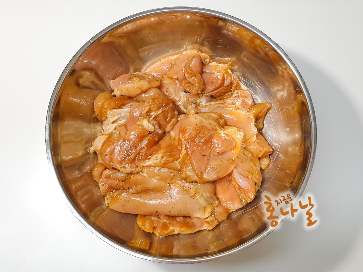 [치킨 스테이크] 닭고기 양념에 재우기
