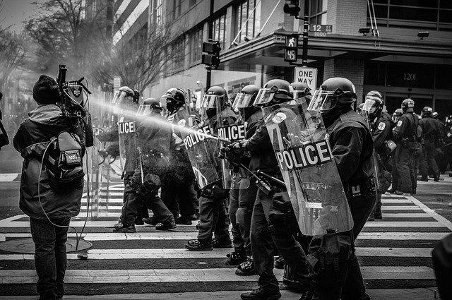 시위진압중인 경찰
