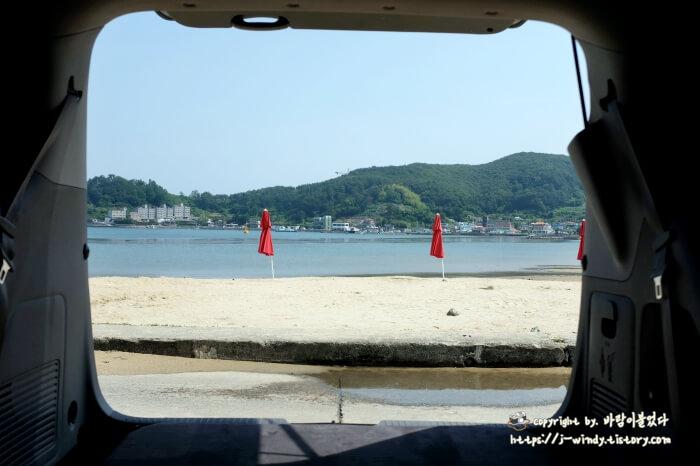 트렁크에서-바라본-사곡해수욕장해변
