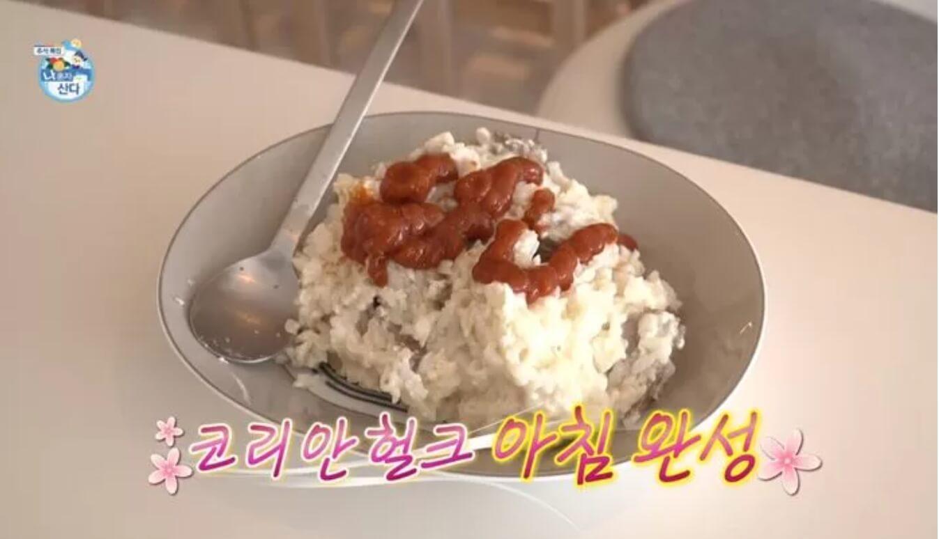 숫가락-그릇에밥이있는모습