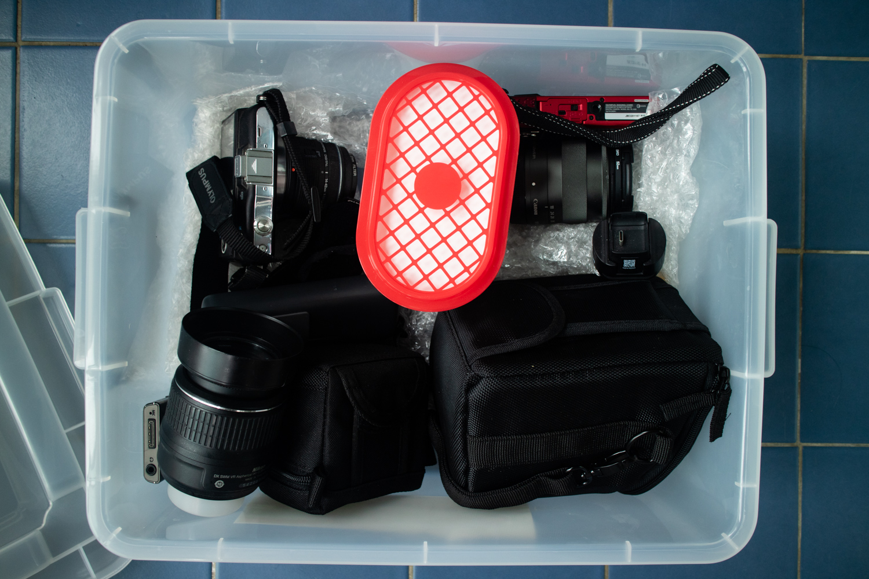 장마철 습기 피해를 방지하기 위한 1만 원 짜리 카메라 제습함 DIY
