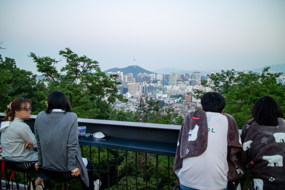 서울 도심 뷰 맛집 인왕산 초소책방 : 더숲