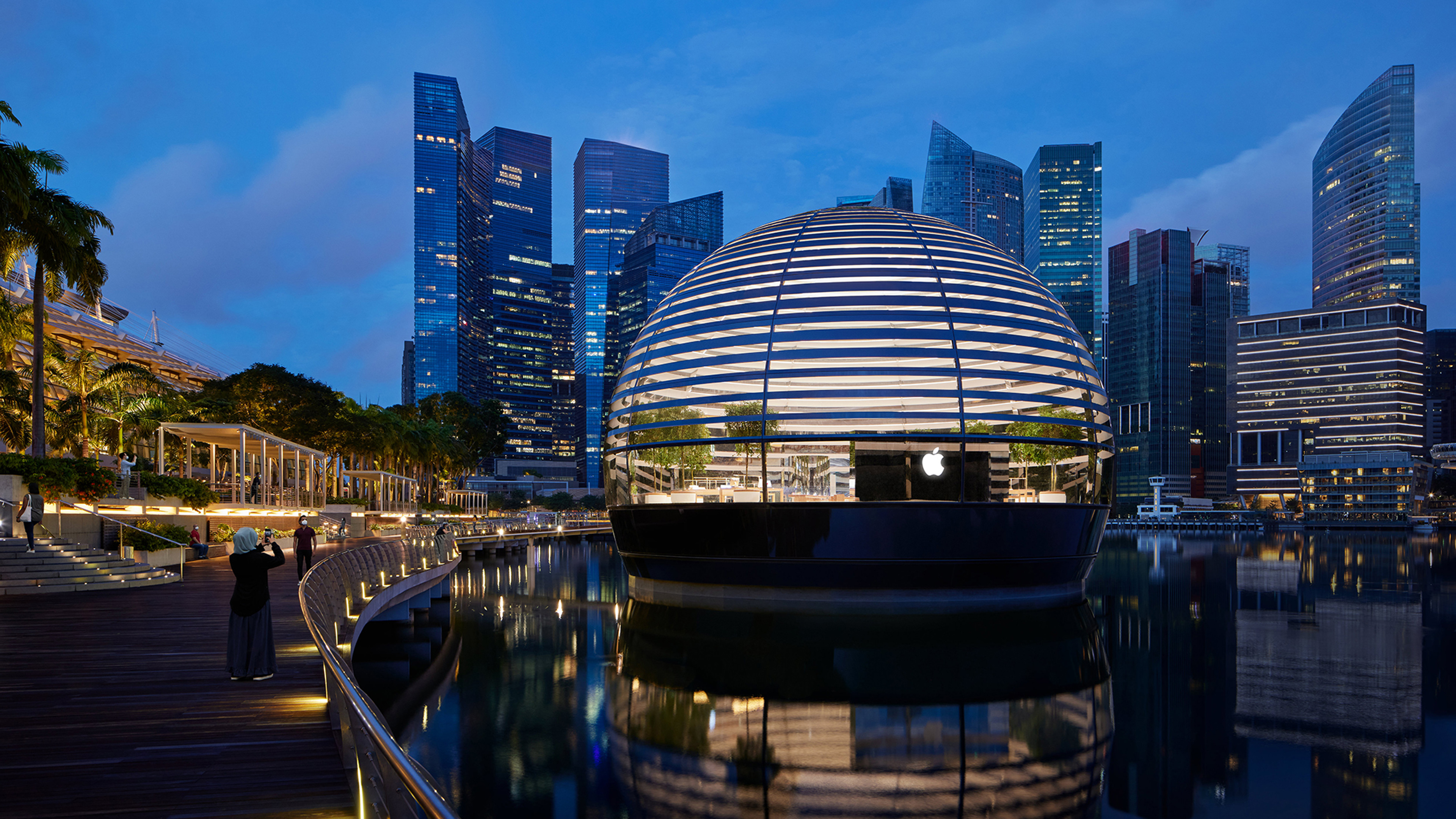 '물 위에서 빛나는 돔'…애플, 싱가폴 '마리나 베이 샌즈' 오픈