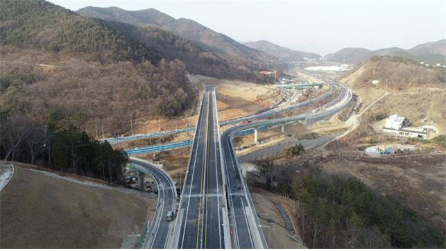 ▲ 거제-마산3 국도건설공사(현동교차로)