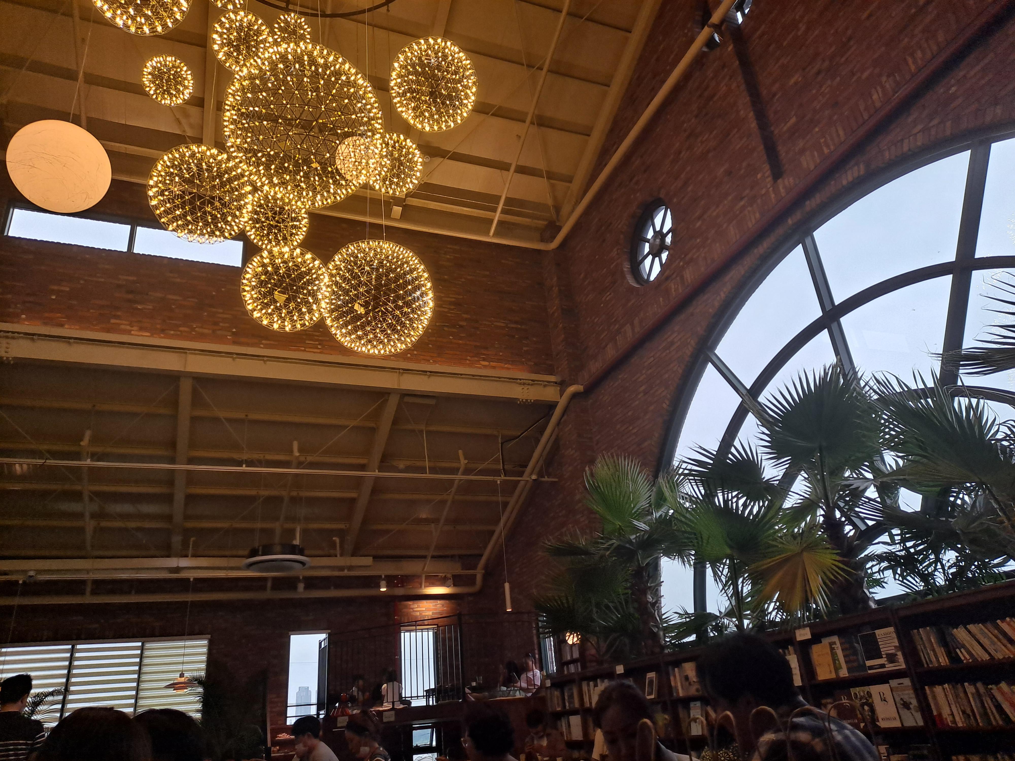 일산 조용한 숲속 카페 피콕그린에서 힐링.
