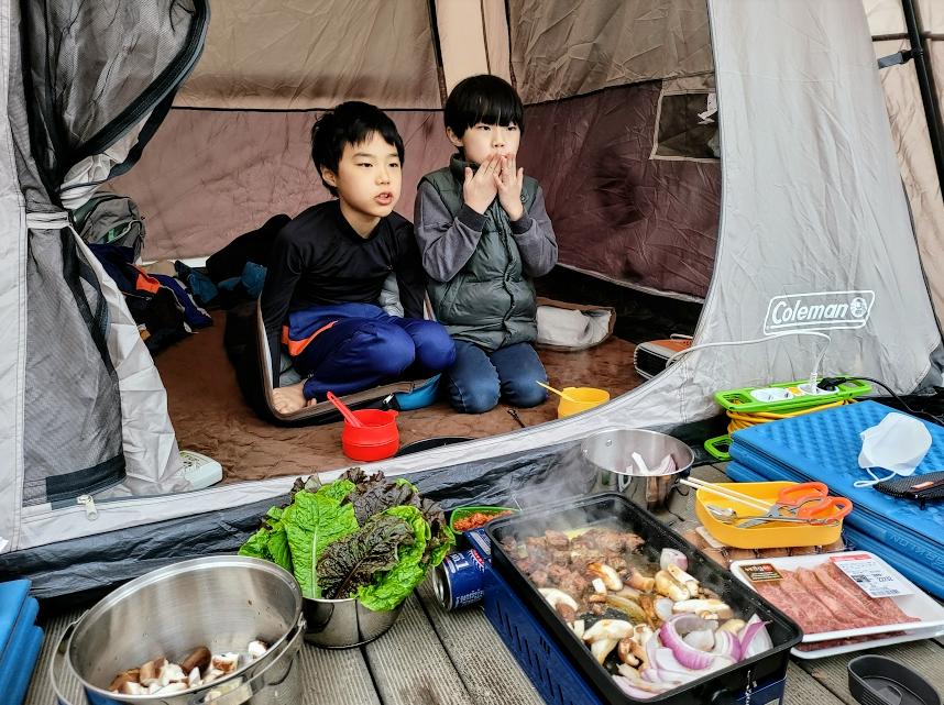 코베아 구이바다 2웨이 BBQ 가스그릴 사용한 캠핑