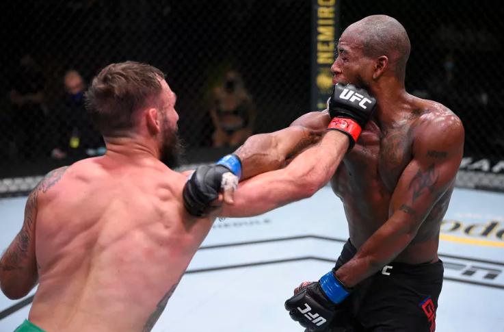UFC 라스베가스5 브런슨 VS 샤바지안 메인카드 감상후기 - 오랜 시간  깨지지 않을 존 존스의 최연소 챔피언 기록
