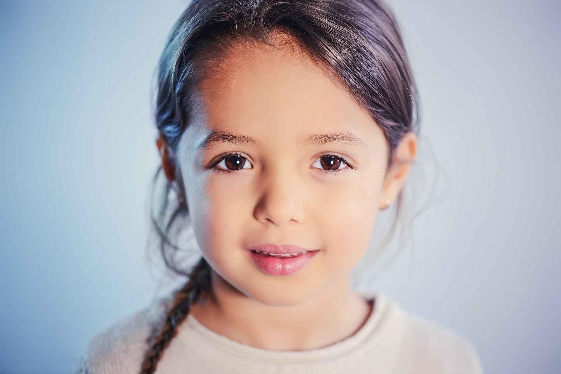 여자 아이 사진