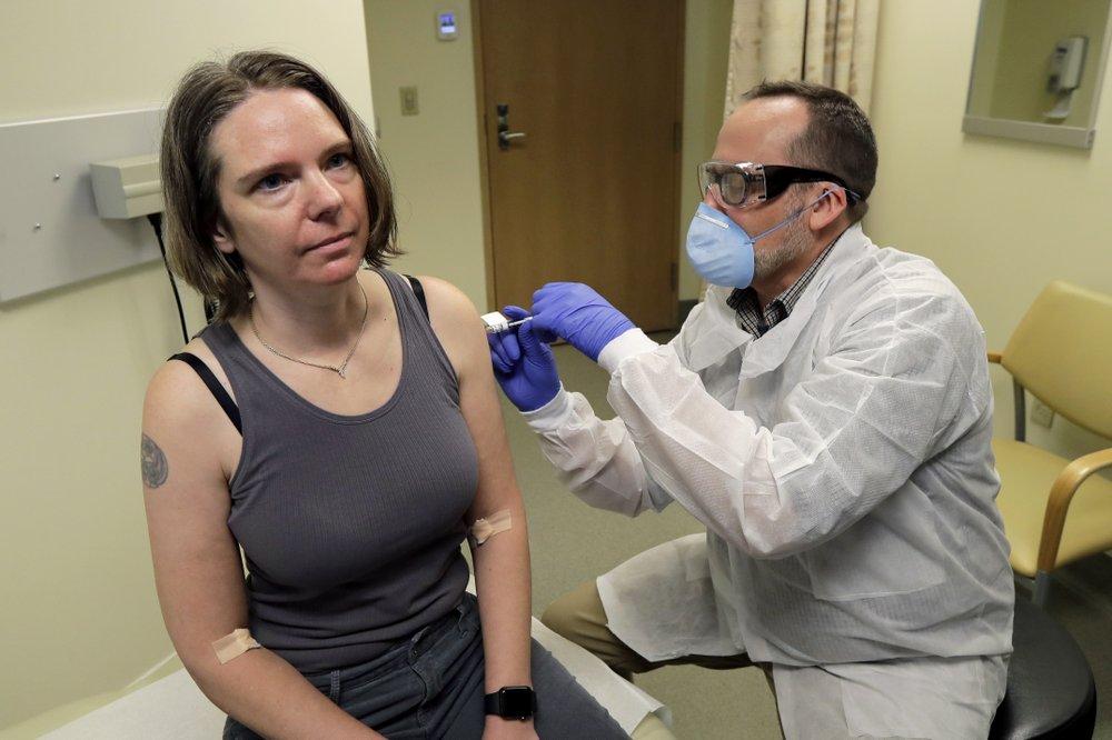 코로나19 백신 첫 '인체 실험'…시판은 빨라야 1년 뒤