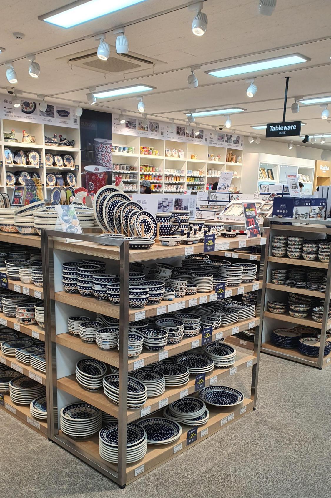 다양한-그릇들
