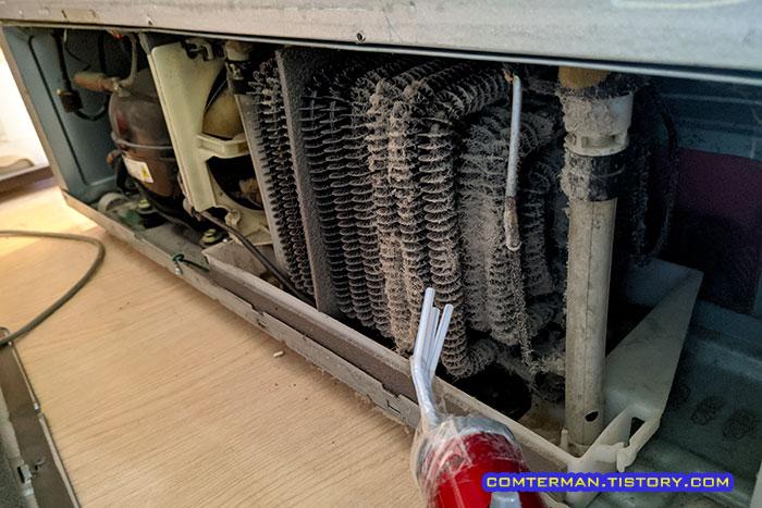 냉장고 내부 먼지 청소