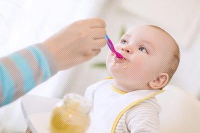 생으로 먹이기에는 아직 아이는 소화력이 약할 수 있습니다