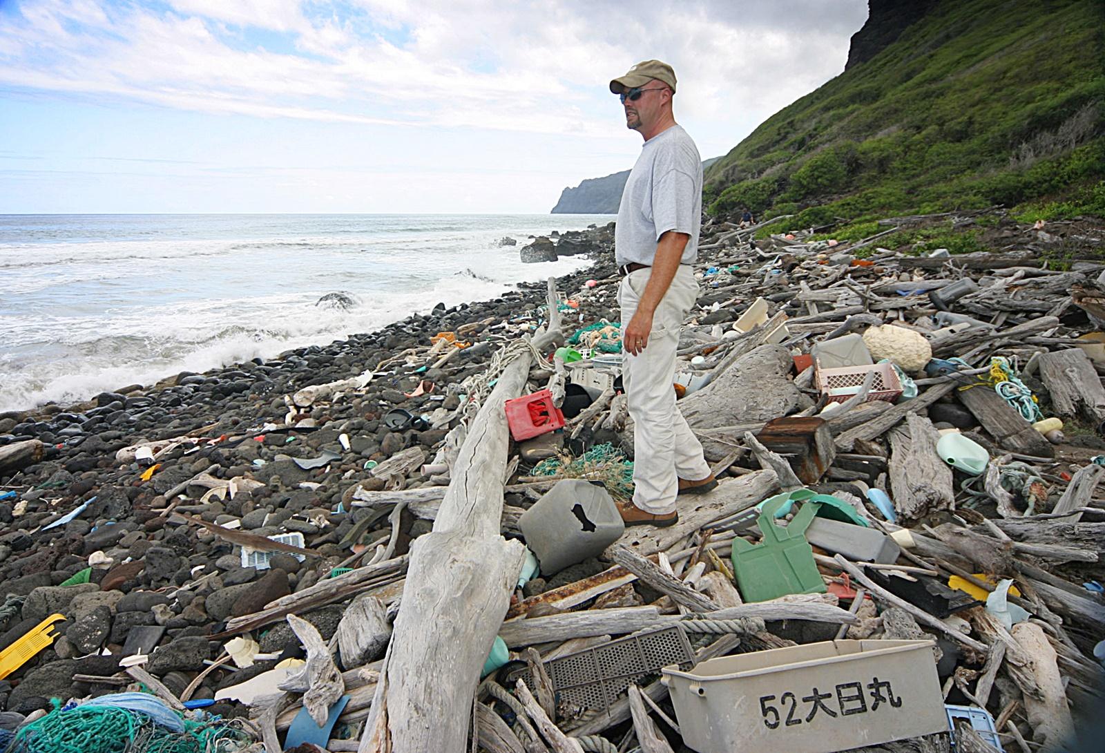 바다 쓰레기 장면