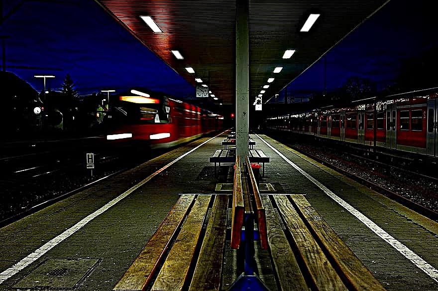밤 기차역