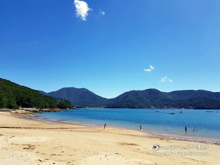 에메랄드바다가-자랑인-덕원해수욕장해변
