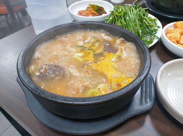 보글보글-끓고-있는-순대국밥