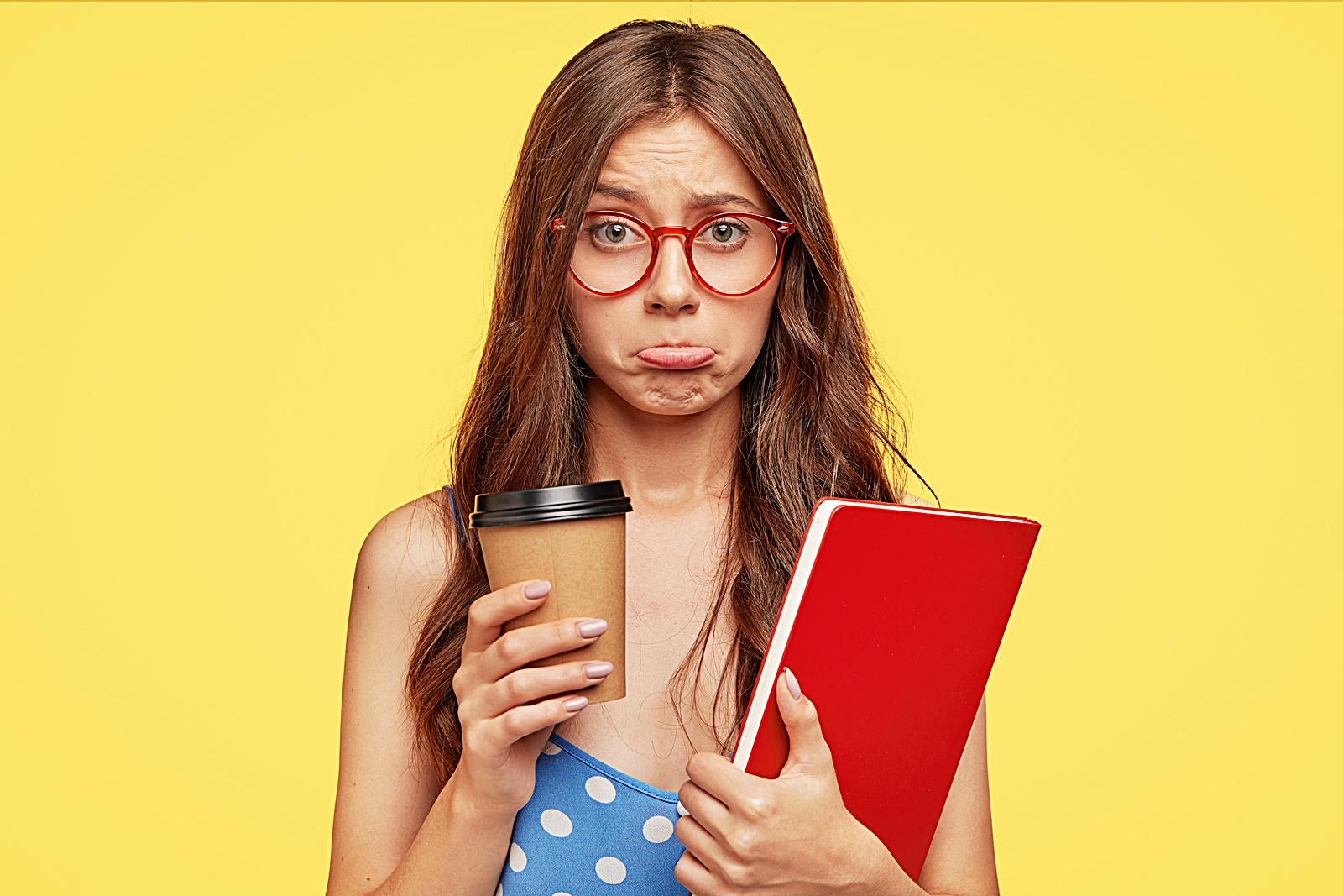 커피 맛이 이상한 여자