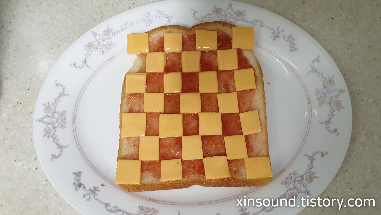 체크무늬 토스트