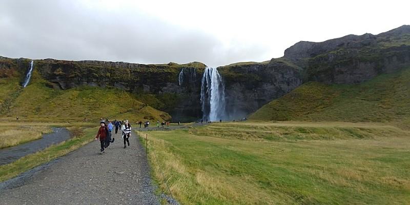 아이슬란드 : 그 눈물의 폭포수 앞에서..