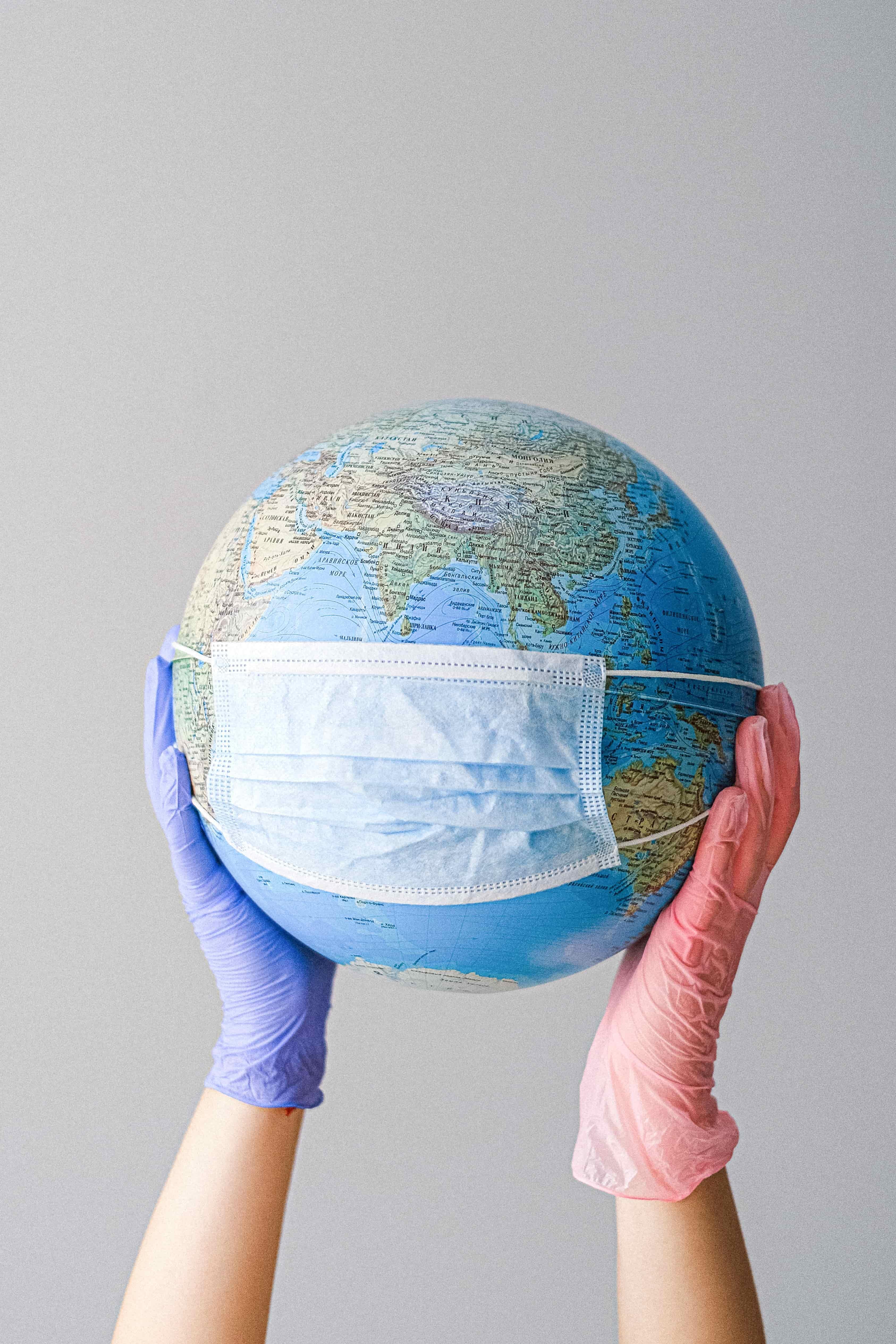 마스크를 쓰고 있는 지구
