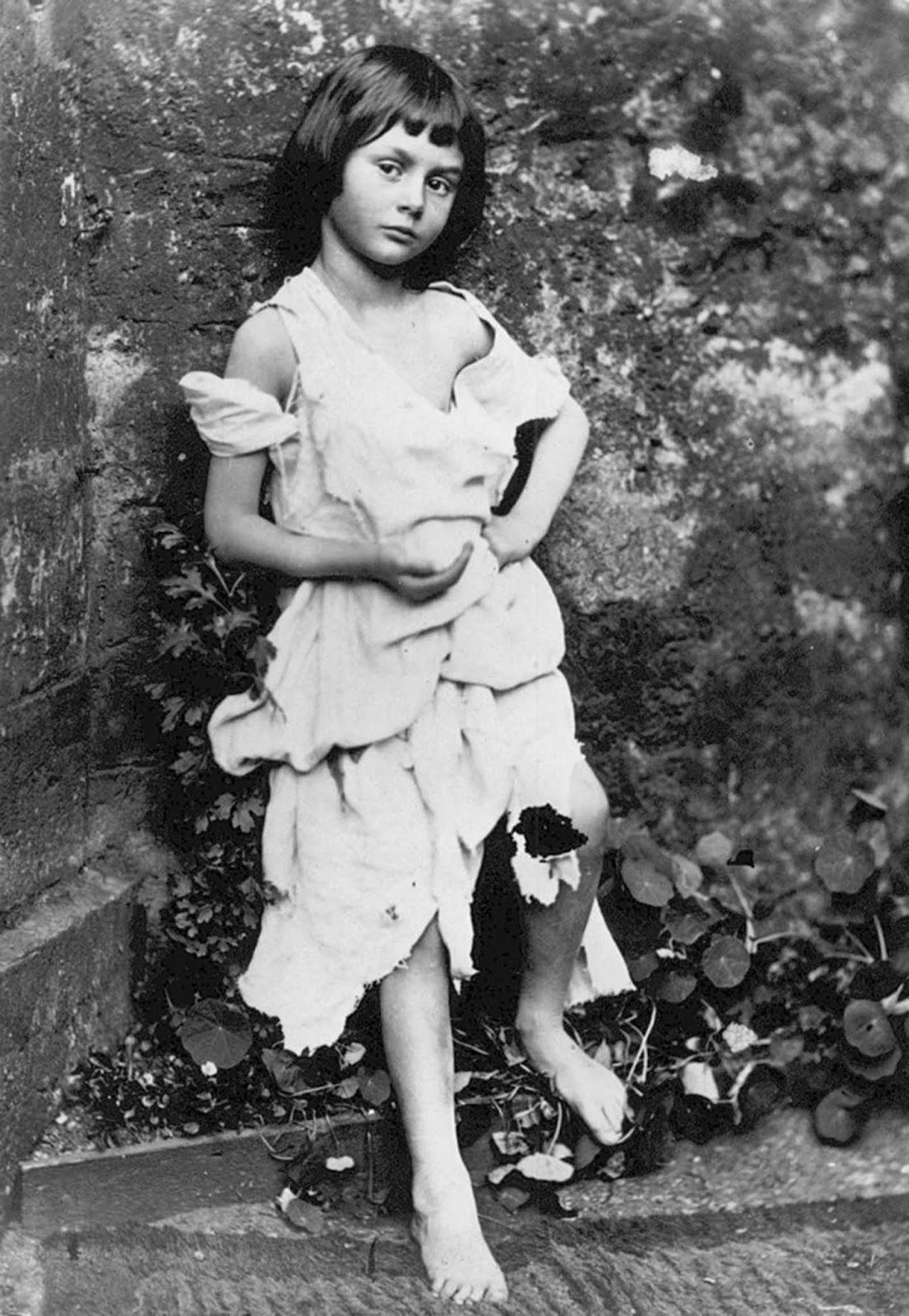 19세기 최고의 어린이 사진작가 이상한 나라의 루이스 캐럴과 논란