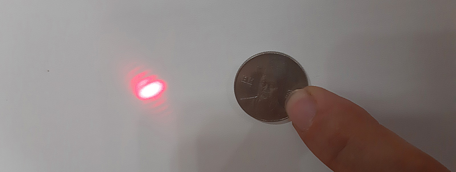 레이저 포인터와 동전