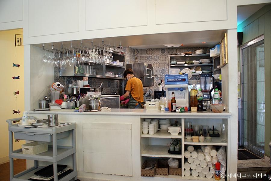 부산알로이타이음식점