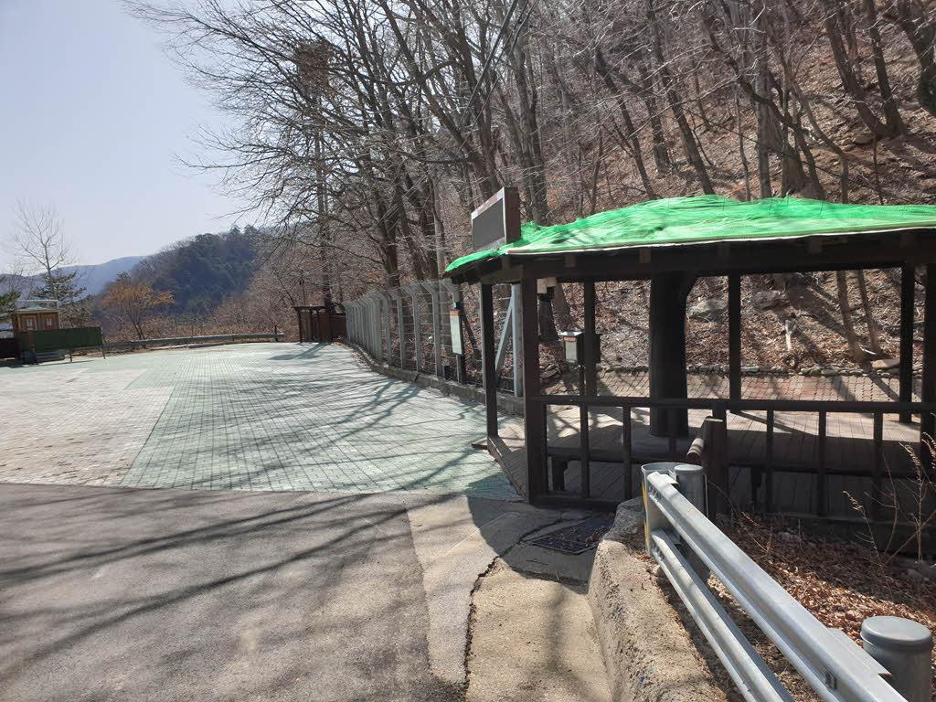 용소폭포탐방지원센터의 주차장
