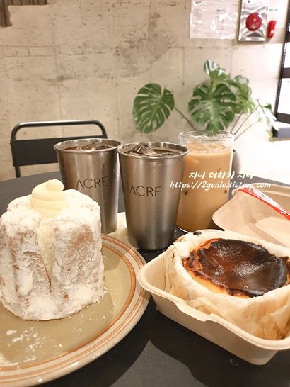 비스크 치즈케이크와 커피
