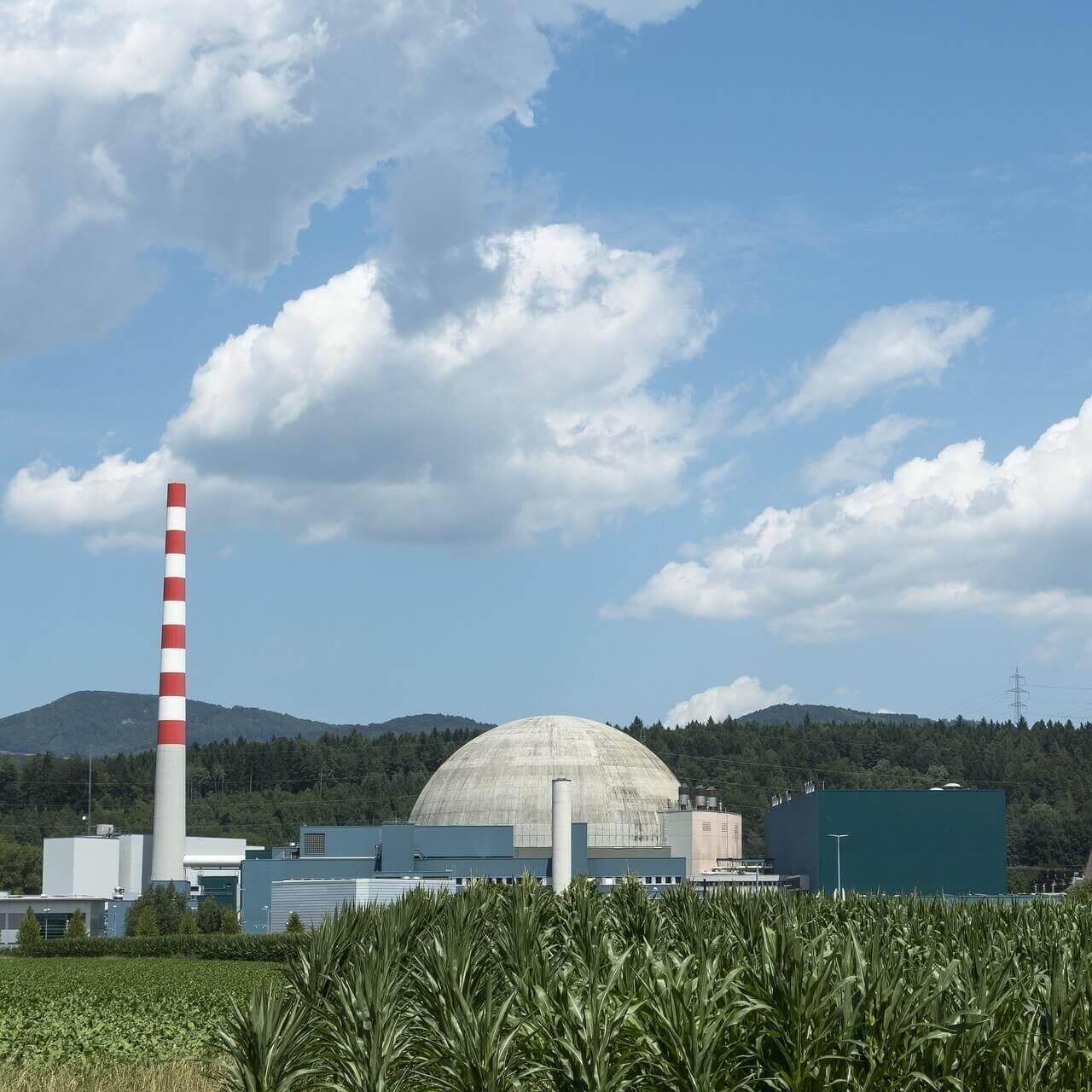 발전소-구름-하늘-산